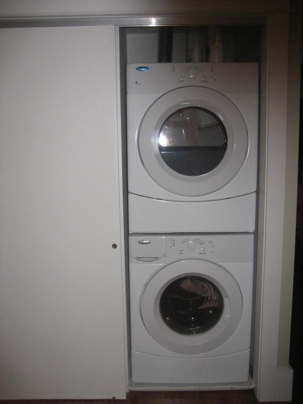 Completa lavadora e secadora no segundo quarto