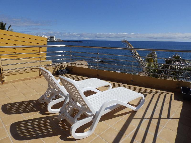 Duplex with wifi large terrace beach Medano Beach, holiday rental in El Medano