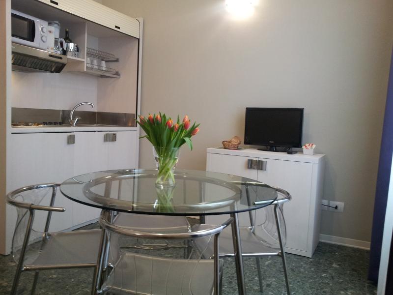 Livingroom with kitchen corner