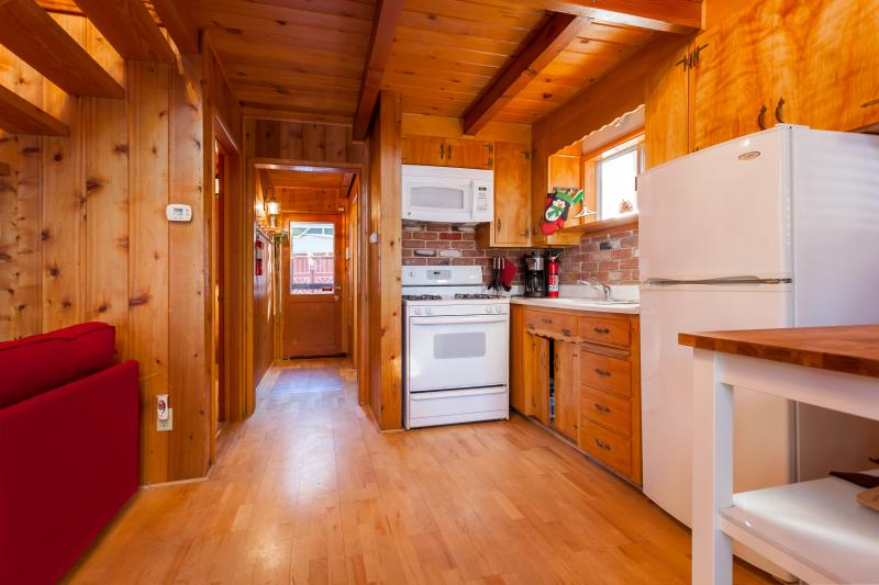 Kitchen Area: Equipt with pots/pans/coffee machine/ dishes