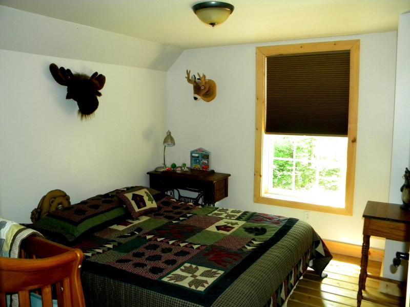 2 quartos com cama de casal e berço