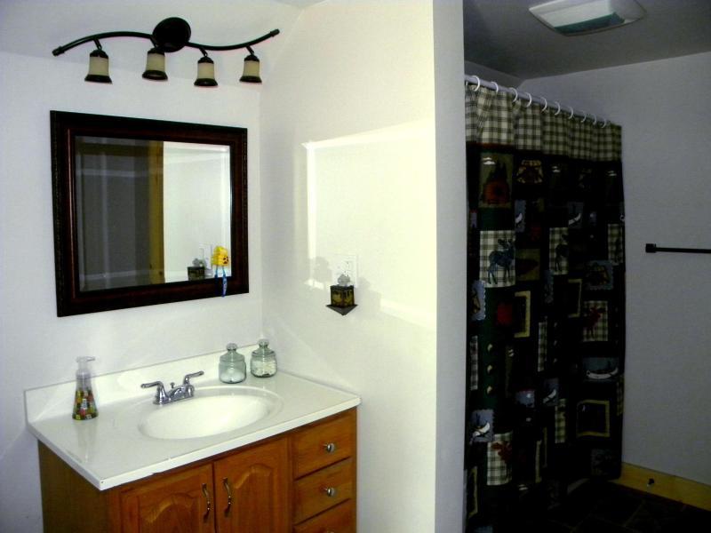 2º piso banho com banheira/chuveiro completo
