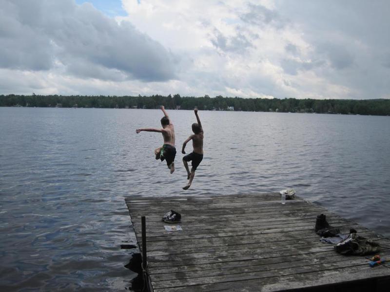 Nossa doca em 5 minutos a pé do Lago Oeste Caroga