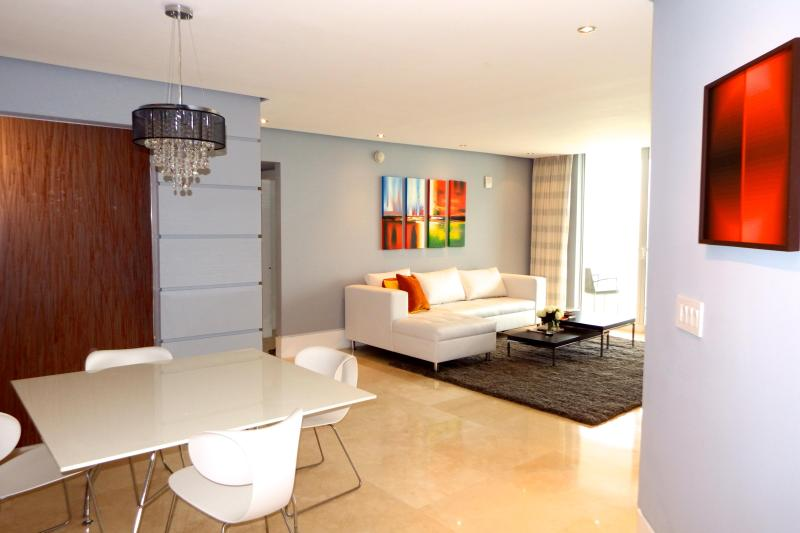 LA PERLA OCEAN FRONT SPECTACULAR VIEW, holiday rental in Sunny Isles Beach