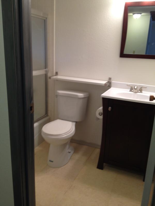 Cozy 1 bedroom apartment - West Unit Has Internet Access ...