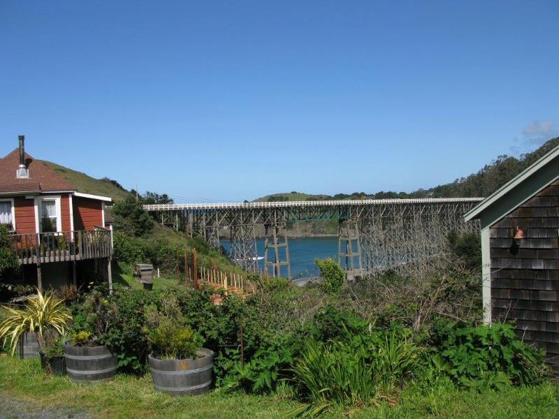 Historic Cottage in Albion Village, vacation rental in Mendocino County