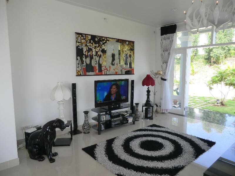 Lounge with Cable TV / DVD / Wi Fi