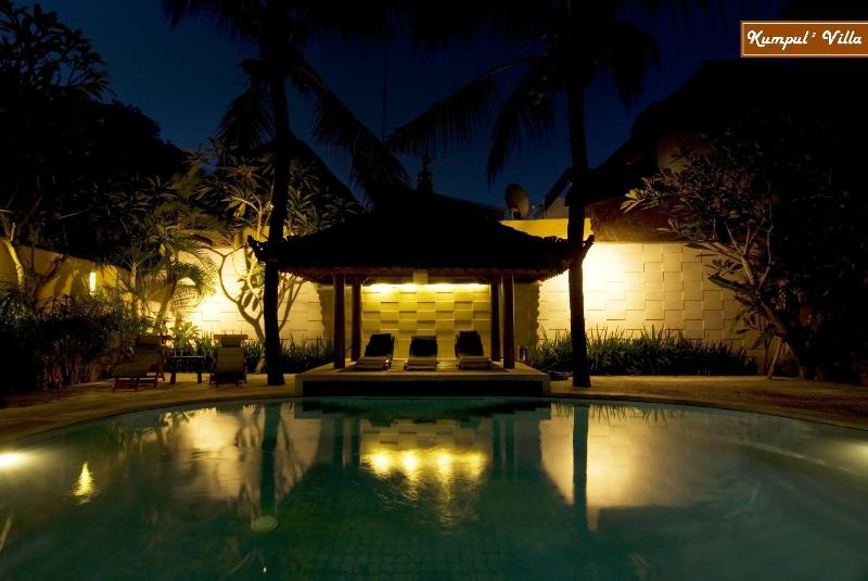 Villa 2 Bedroom Beach + Breakfast, vacation rental in Kuta