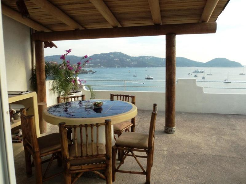 A Room with a View PH ocean front dinning terrace, location de vacances à Zihuatanejo