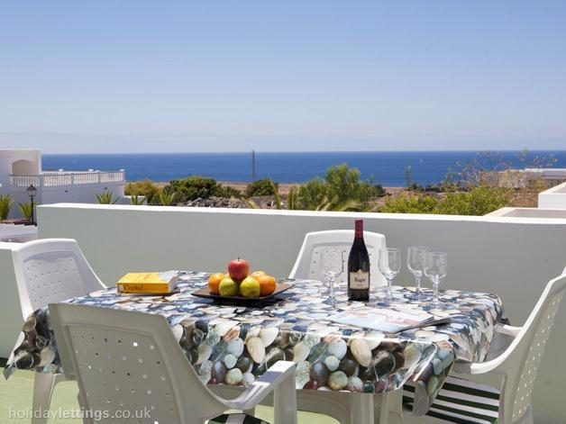 Dining with sea view in roof terrace