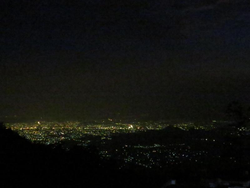 Utsikt från stugan på natten