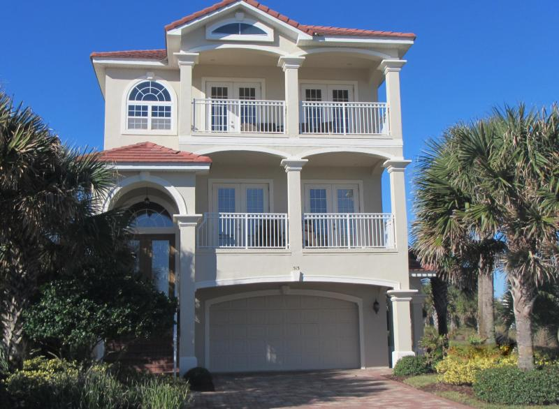Oliver's Hideaway - 3 floors of relaxation, Ocean & Lake views, Elevator, 3 doors from 2 pools