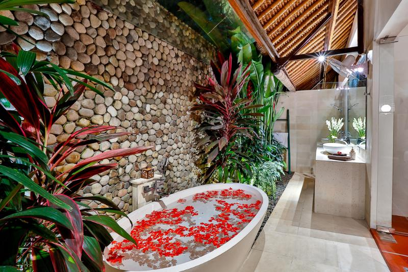 Luxurious deep oval bathtub with separate outdoor shower - bedroom 1