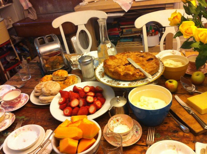 Confeccionada em casa pequeno-almoço na nossa mesa de fazenda