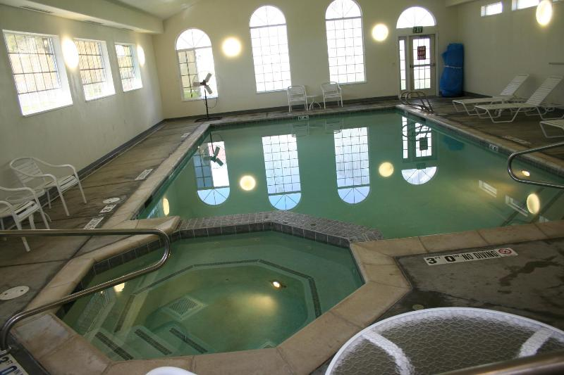 Pool and hot tub at WorldMark club house