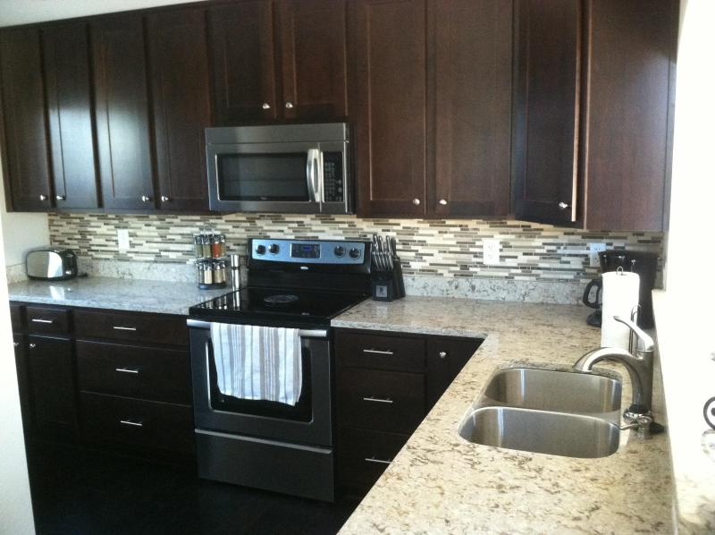 Lovely Kitchen with granite and SS appliances