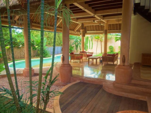 Zona de estar al aire libre jardín & interior