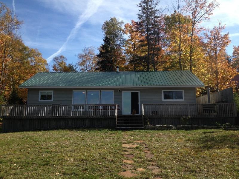 Beachfront Cottages- sleeps 13, holiday rental in Northeastern Ontario