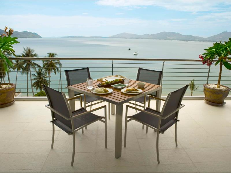 Al Fresco dining with the view