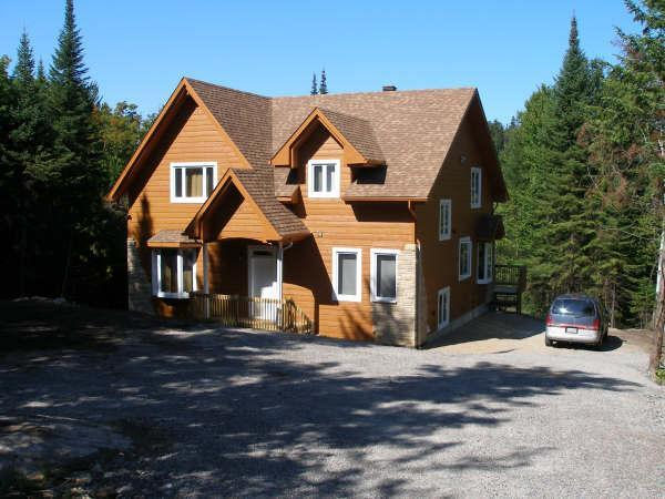 Magnificent lake shore villa in the Laurentians, holiday rental in Harrington