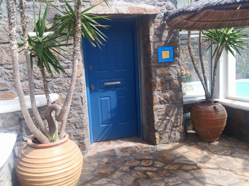 IRO'S HOUSE, holiday rental in Kalafatis