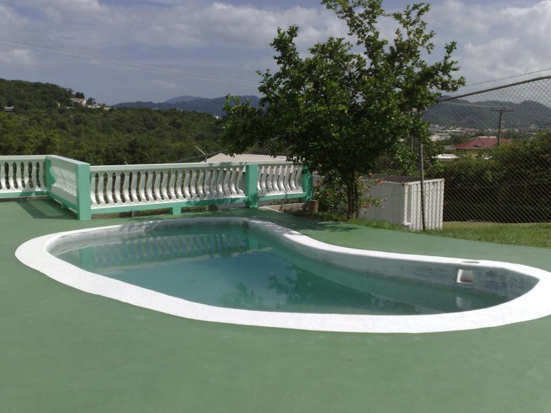 Belle Kaye piscina
