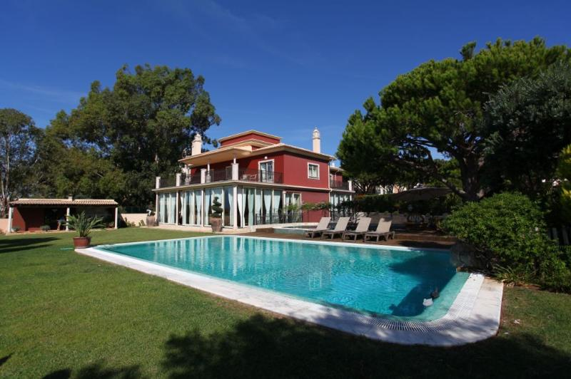 Santa Eulalia Villa Sleeps 12 with Pool Air Con and WiFi - 5237991, vacation rental in Albufeira