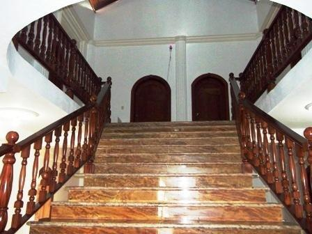 MARBLE AND CAOBA WOODEN STAIRCASE