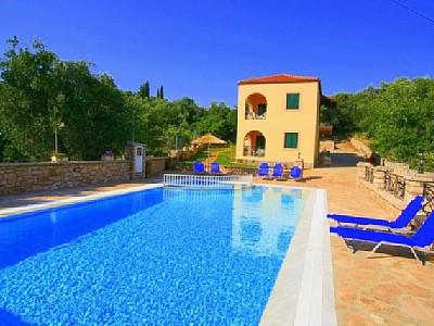 RESORT IN KASSIOPI VILLAGE WITH SWIMMING POOL, BBQ, PARKING AREA AND GARDEN, vacation rental in Corfu