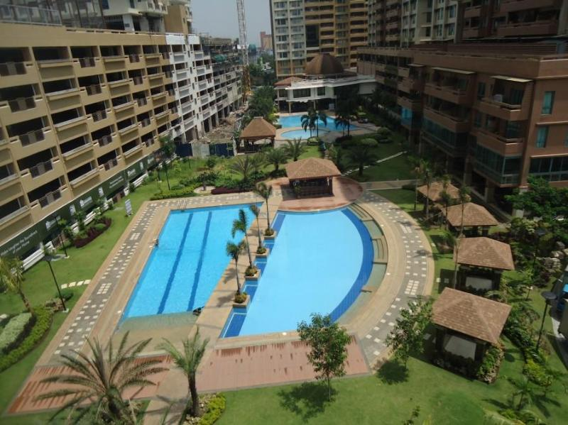 3BR Apt: Resort Style Residential Complex, holiday rental in Makati