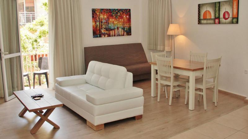 Jerusalem center, stunning 1 bedroom Apt, vacation rental in Jerusalem