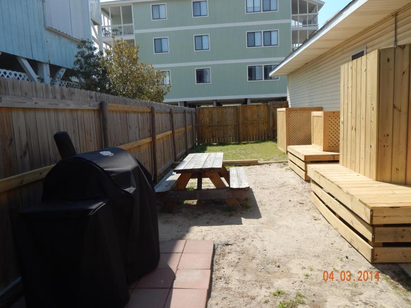 Backyard di Cherry Grove Beach Bungalows