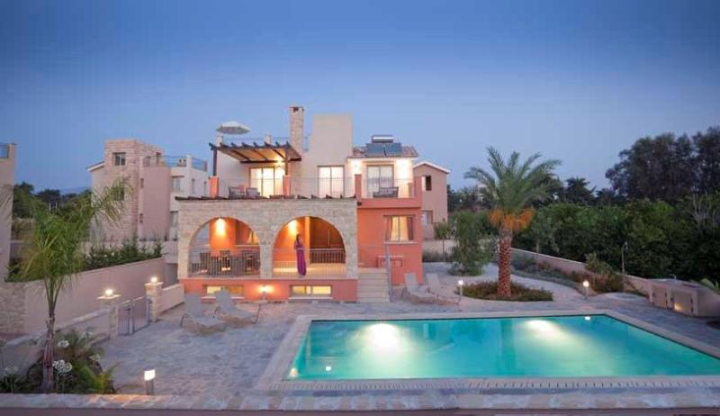 Exclusive 4 Bed Luxury Villa - Private Sandy Beach, holiday rental in Paphos District