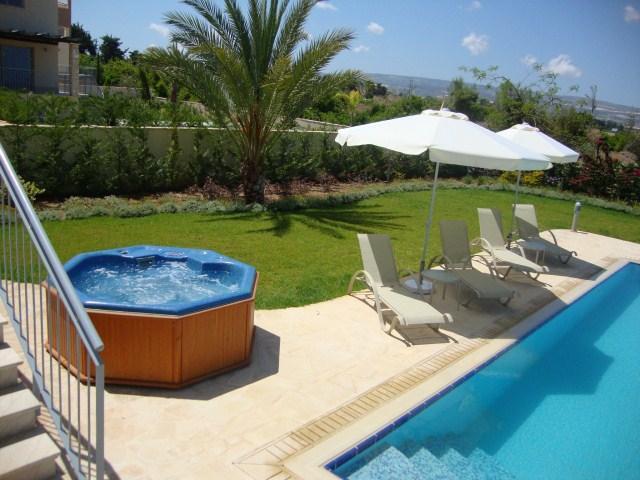 Villa 9 Sandy Beach Villas - Game Room - Jacuzzi - Infinity Pool - Sea Views, holiday rental in Argaka