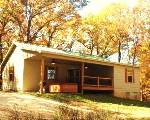 Sassafras Cabin-perfect for 4 to 6!   HOT TUB, vacation rental in Steelville