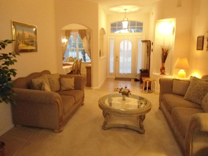 Sala de estar (Living) com o Hall de entrada