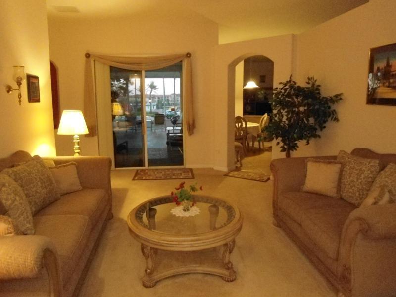 Sala de estar (Living) com entrada para jogar o quarto