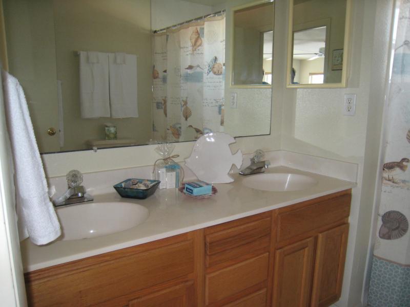 Spacious bathroom with bath/shower combo