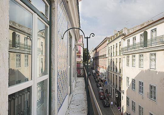 Chiado Apartments - Garrett 4B (1 BR with Balcony), holiday rental in Lisbon
