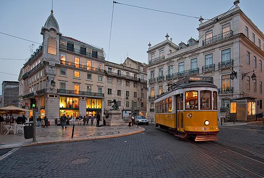 The electric TRAM at Praça do Chiado