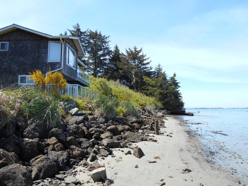 Waterfront Condo Lower, holiday rental in Coos Bay