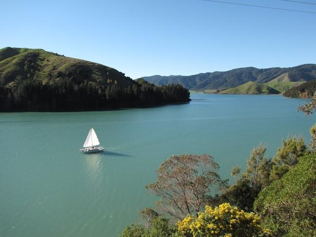 Romantic coastal accommodation Cable Bay, Nelson. 25 kms Nelson, 90 Marlborough, holiday rental in Nelson-Tasman Region