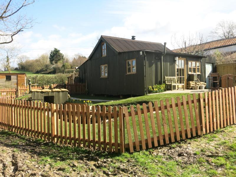 Corrugated Cottage. Landgirls' accommodation, Ferienwohnung in Butleigh