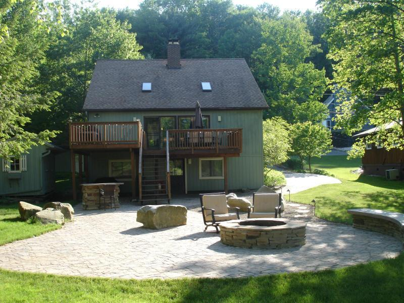 Treasure Lake Waterfront House Rental - Overton's, holiday rental in DuBois