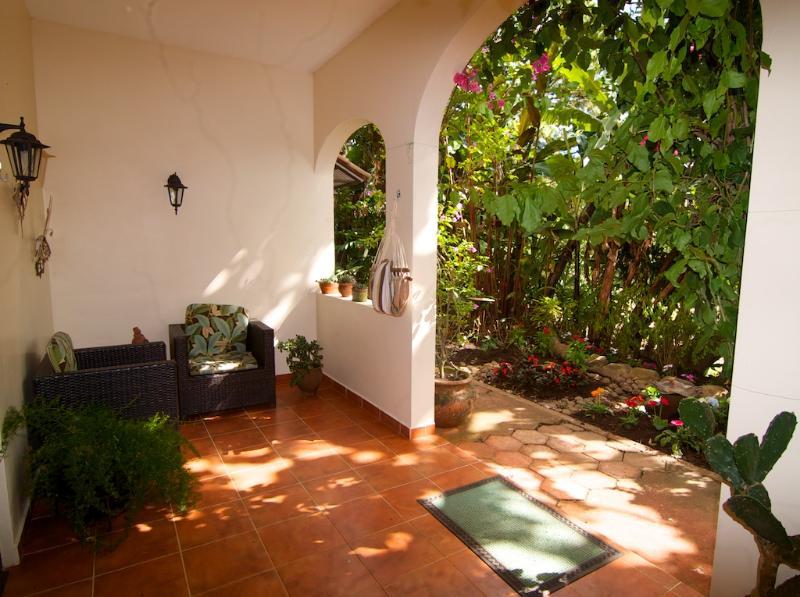 Aproveite o terraço privado coberto todo o ano em todo o tempo.