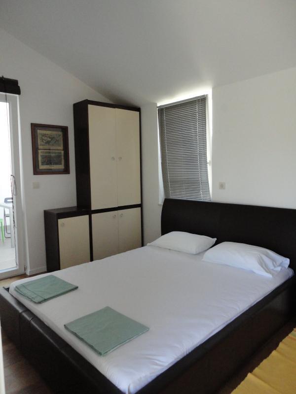 bedroom aDora