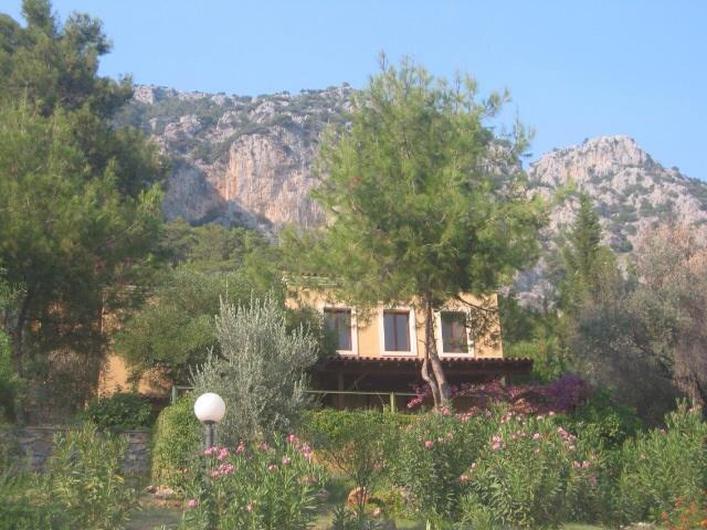Villa avec fond de montagnes du Taurus