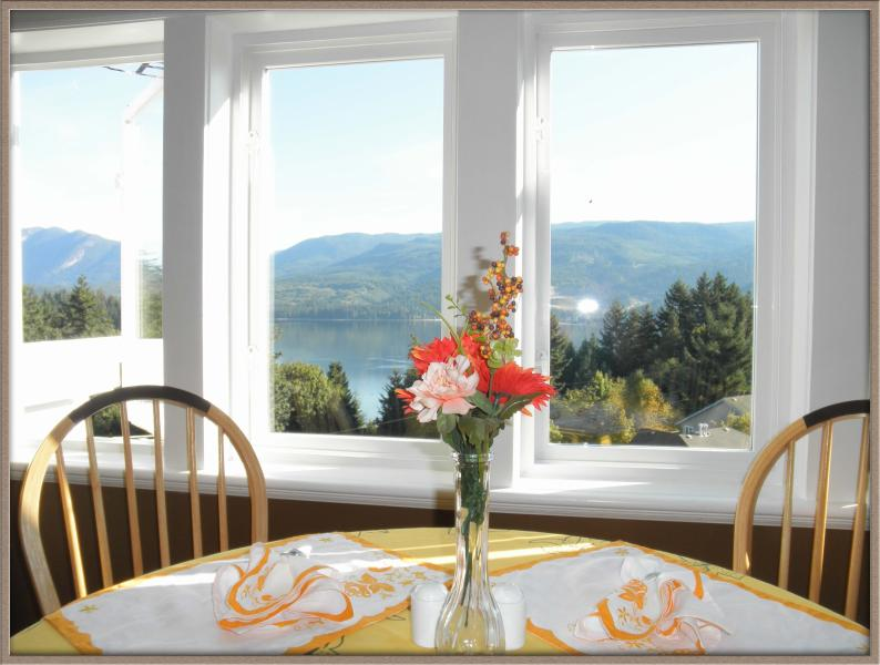 Penthouse Suite with amazing ocean/mountain view, alquiler de vacaciones en Sechelt