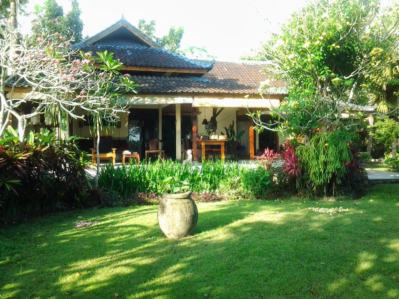 La casa con una parte del giardino