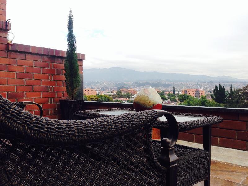 Beautiful Apartment with Stunning Terrace View, alquiler de vacaciones en Cuenca